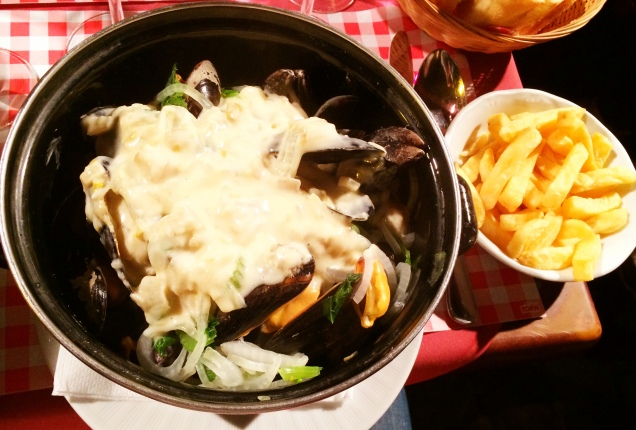 Moules Frîtes with Belgian endives - La Villette